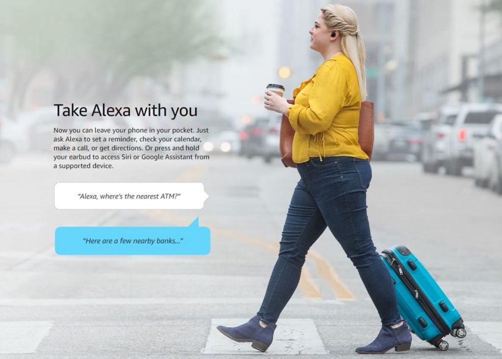 женщина с Amazon Echo Buds